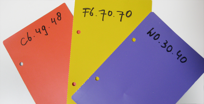 3 stalen Sikkens kleurenwaaier Akzo Nobel kleurnummers roelienke de vries kleurontwerp voor corporatievastgoed